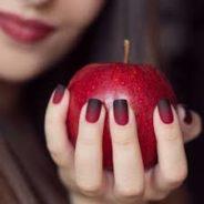 Séduisante jusqu'au bout des ongles pour la Saint Valentin